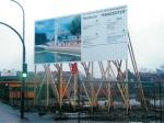 Bauschildanlage mit Holzbalkenkonstruktion
